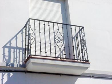 Pasamanos y balcones de inox o hierro carpinter a ordes for Tipos de toldos para balcones