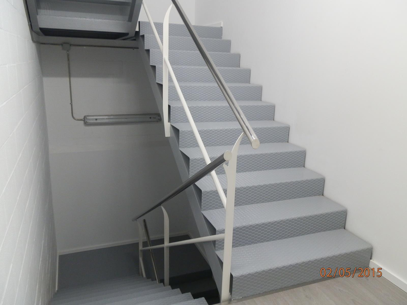 Escaleras met licas carpinter a met lica ordes for Gradas de escaleras